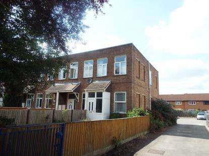 3 Bedrooms Semi Detached House for sale in Hamilton Court, Hesters Way Road, Cheltenham, Gloucestershire