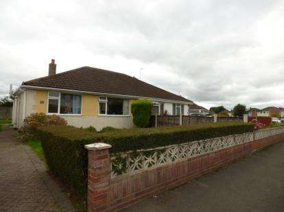 2 Bedrooms Bungalow for sale in Shearwater Grove, Innsworth, Gloucester, Gloucestershire