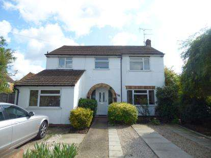 4 Bedrooms Detached House for sale in Royal Avenue, Waltham Cross, Hertfordshire