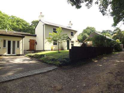 4 Bedrooms Detached House for sale in Bransgore, Christchurch, Hampshire