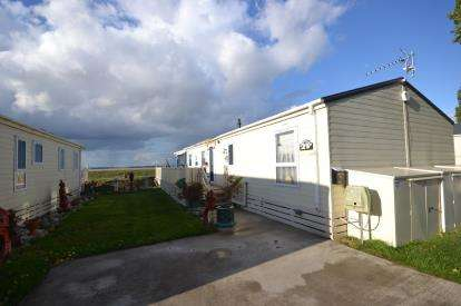 2 Bedrooms Bungalow for sale in Main Road, St. Lawrence, Essex