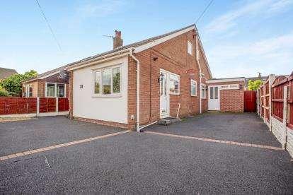 4 Bedrooms Bungalow for sale in Bristol Avenue, Leyland, Lancashire, ., PR25