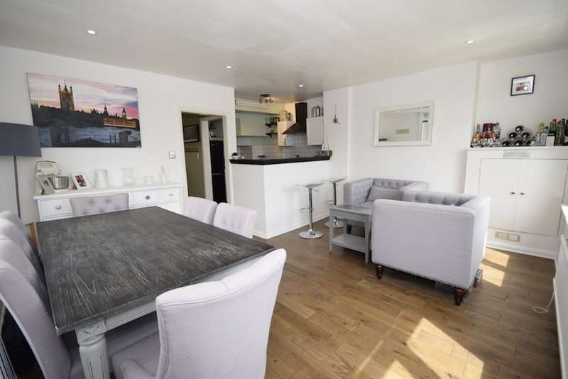 2 Bedrooms Apartment Flat for sale in Holly Park Road, London, London, N11