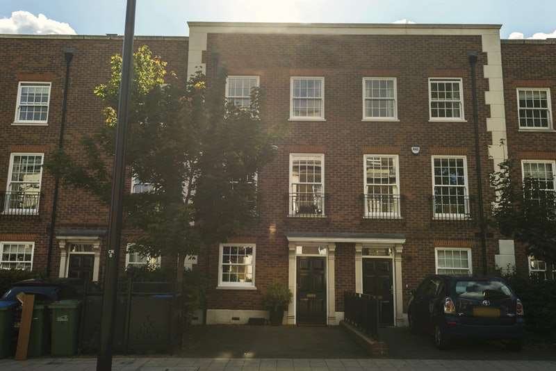 4 Bedrooms Town House for sale in Cadogan Road, London, London, SE18