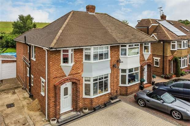 4 Bedrooms Semi Detached House for sale in Holly Avenue, WALTON-ON-THAMES, Surrey