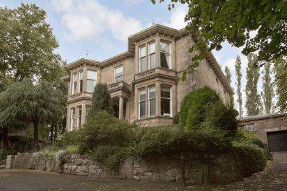 3 Bedrooms Flat for sale in Dalziel Drive, Pollokshields