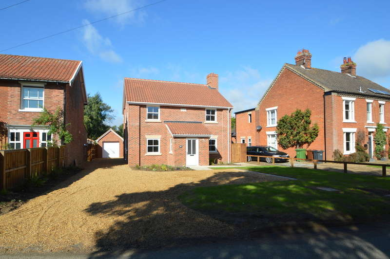 4 Bedrooms Detached House for sale in Norton Road, Loddon, Norwich