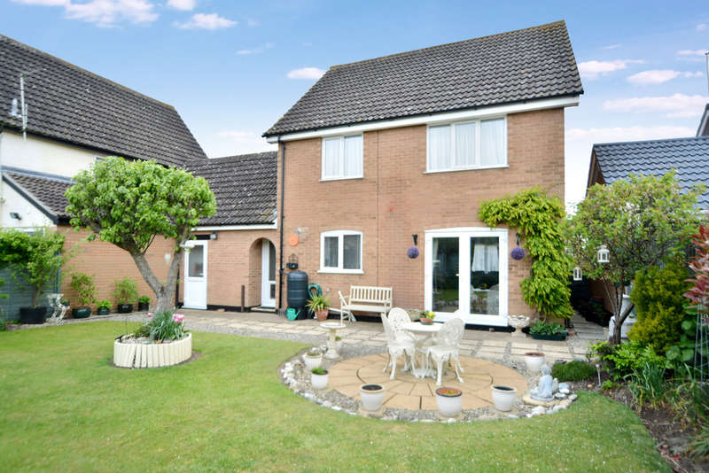 4 Bedrooms Semi Detached House for sale in Masefield Road, Diss