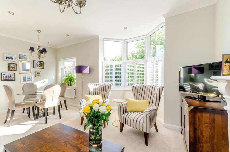 2 Bedrooms Maisonette Flat for sale in Chatsworth Avenue, Wimbledon, SW20