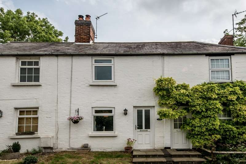 2 Bedrooms Terraced House for sale in Water Stratford Road, Buckingham, London, MK18