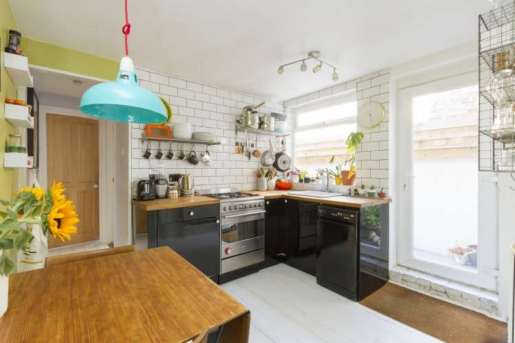 2 Bedrooms Flat for sale in Childeric Road New Cross SE14