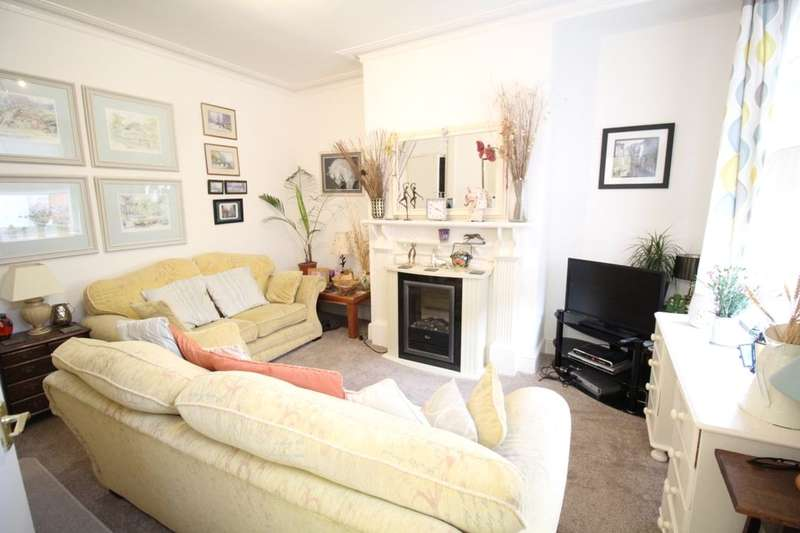 2 Bedrooms Terraced House for sale in Clark Mount, Leeds, LS9