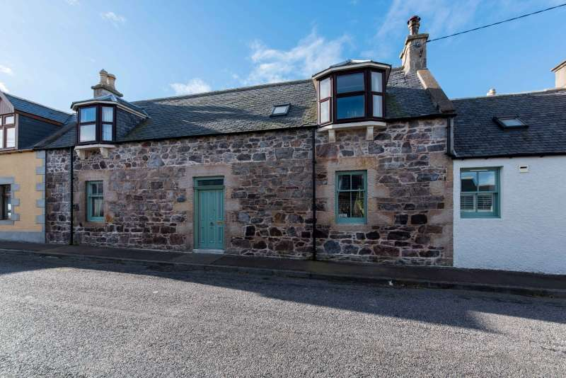 4 Bedrooms Semi Detached House for sale in Pulteney Street, Portknockie, Moray, AB56 4LL