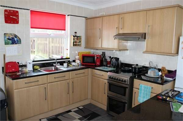 3 Bedrooms End Of Terrace House for sale in Carn View Terrace, Redruth, Cornwall