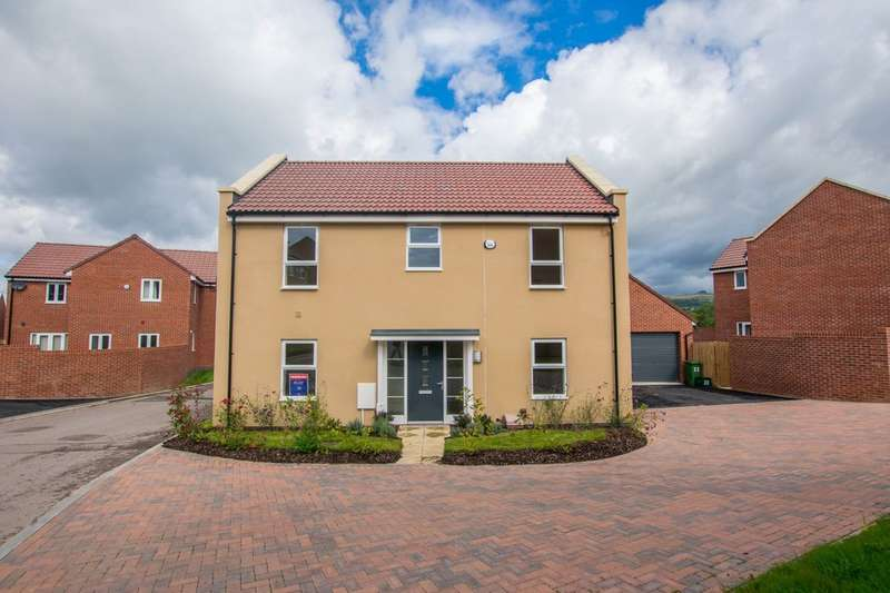 4 Bedrooms Detached House for sale in The Azure, Harp Hill, GL52 5AJ