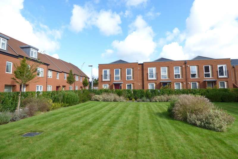 2 Bedrooms Flat for sale in Duke House, The Montagues, Midhurst, GU29