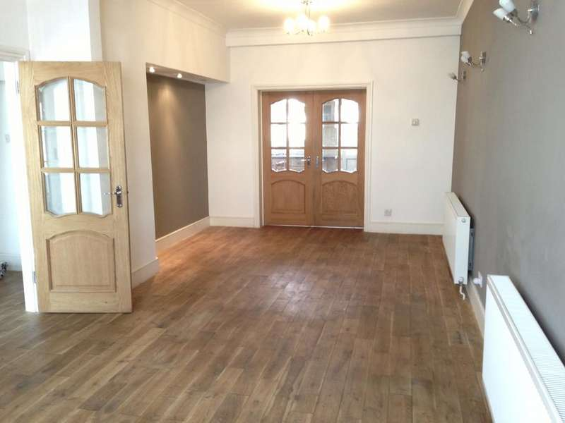 4 Bedrooms Detached House for rent in staines road, ilford ig1