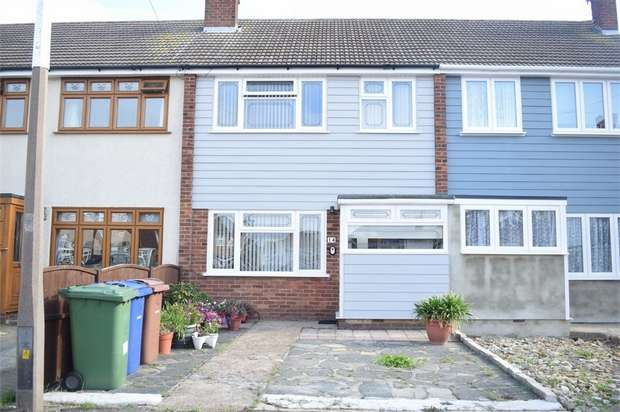 3 Bedrooms Terraced House for sale in Regan Close, Stanford-le-Hope, Essex