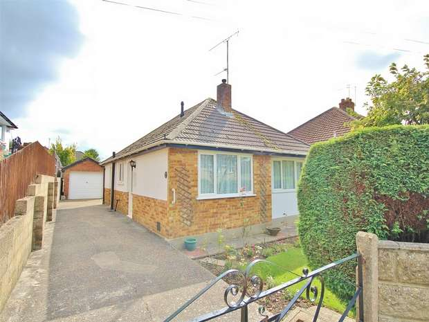 3 Bedrooms Detached Bungalow for sale in South Park Road, Wallisdown, POOLE, Dorset
