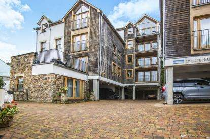 2 Bedrooms Flat for sale in Looe, Cornwall, Uk