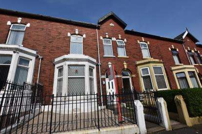 4 Bedrooms Terraced House for sale in Lancaster Place, Blackburn, Lancashire