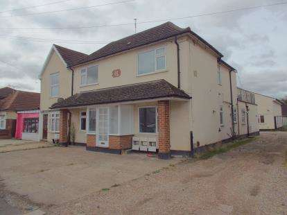 2 Bedrooms Flat for sale in Romford, Havering, United Kingdom