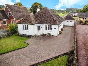 3 Bedrooms Bungalow for sale in The Street, Brook, Ashford, Kent