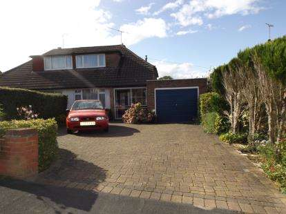 3 Bedrooms Bungalow for sale in Sunnybank Road, Potters Bar, Hertfordshire
