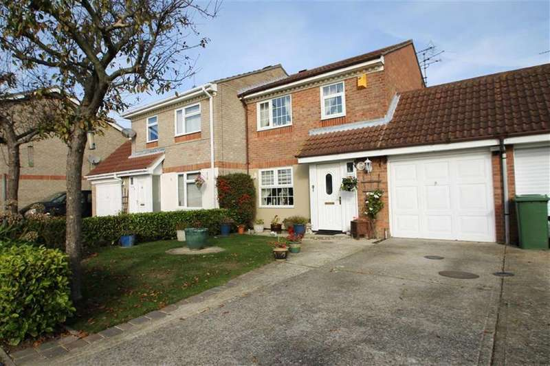 3 Bedrooms Semi Detached House for sale in Abinger Close, Clacton-on-Sea