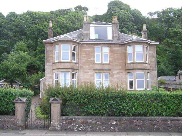 2 Bedrooms Flat for sale in 23 Marine Parade (FFF), Millport, KA28 0EE