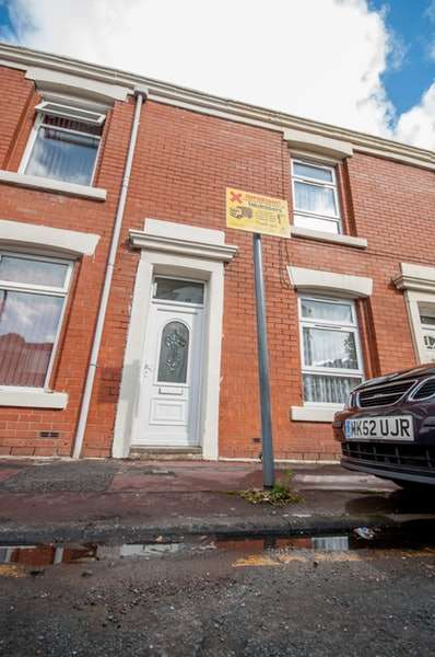 3 Bedrooms Terraced House for sale in Cedar Street, Blackburn, Lancashire, BB1