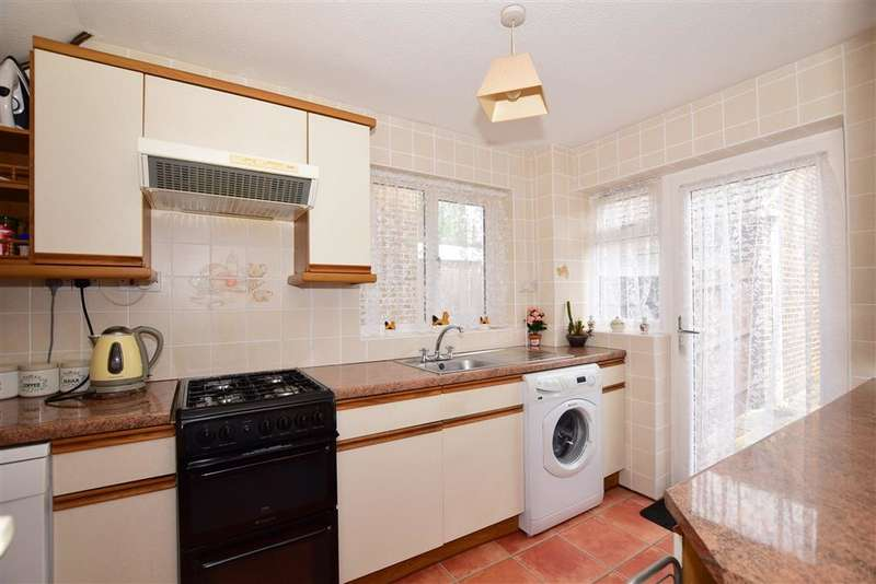 3 Bedrooms Semi Detached House for sale in Julien Place, Willesborough, Ashford, Kent
