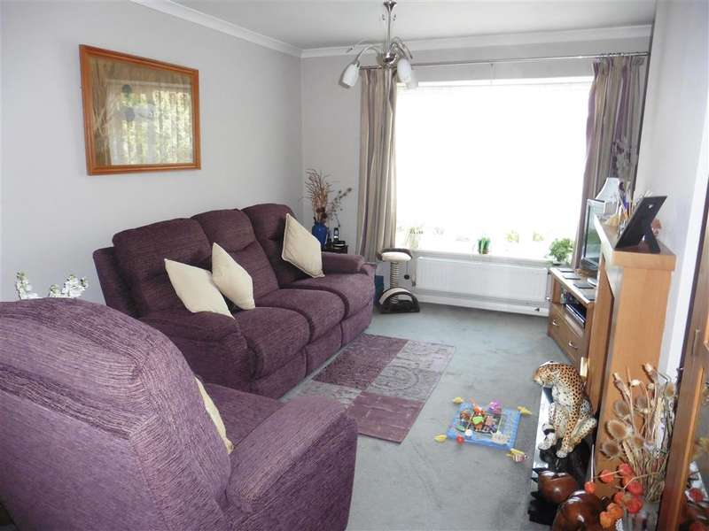 2 Bedrooms Semi Detached Bungalow for sale in Roseleigh Ave, Allington, Maidstone, Kent
