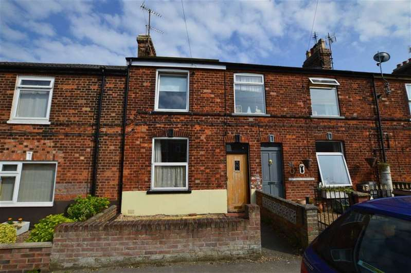 3 Bedrooms Terraced House for sale in Marlborough Ave, Hornsea, East Yorkshire