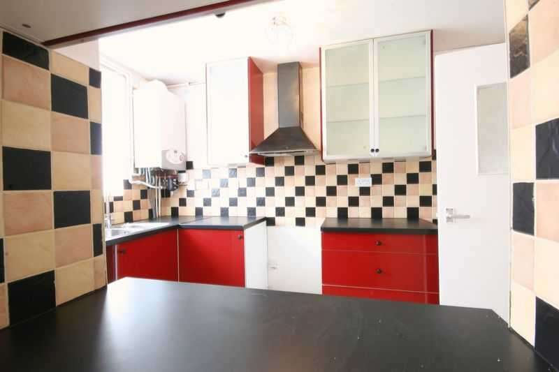 3 Bedrooms Flat for sale in Martins Road, Bromley