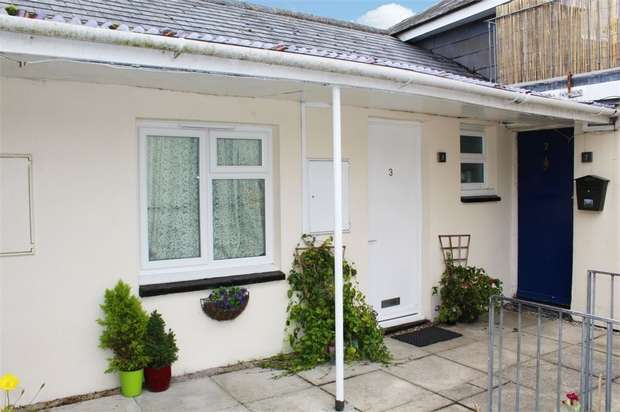 2 Bedrooms Flat for sale in Bay Tree Hill, Liskeard, Cornwall