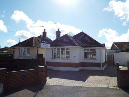 2 Bedrooms Bungalow for sale in Poole, Dorset