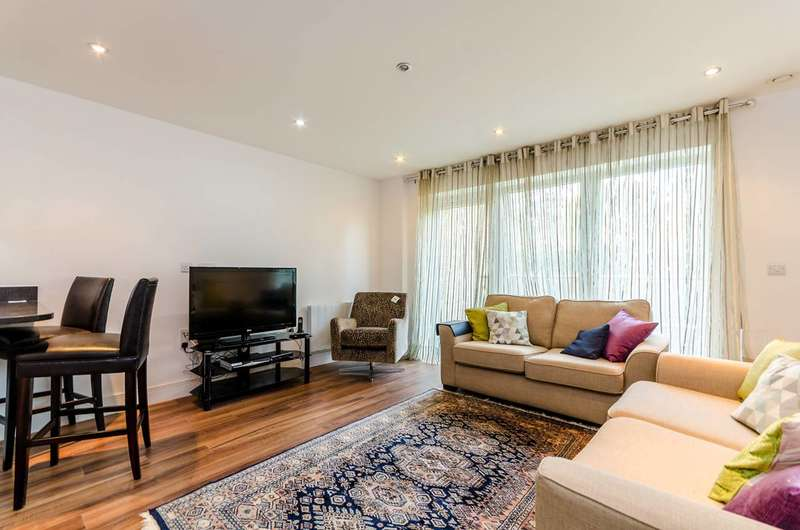 1 Bedroom Flat for sale in Roehampton Lane, Roehampton, SW15