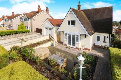 3 Bedrooms Detached House for sale in Smith Avenue, Old Colwyn, Colwyn Bay, Conwy, LL29