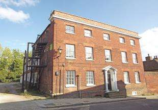2 Bedrooms Flat for sale in Hinde House, High Street, Sittingbourne, Kent