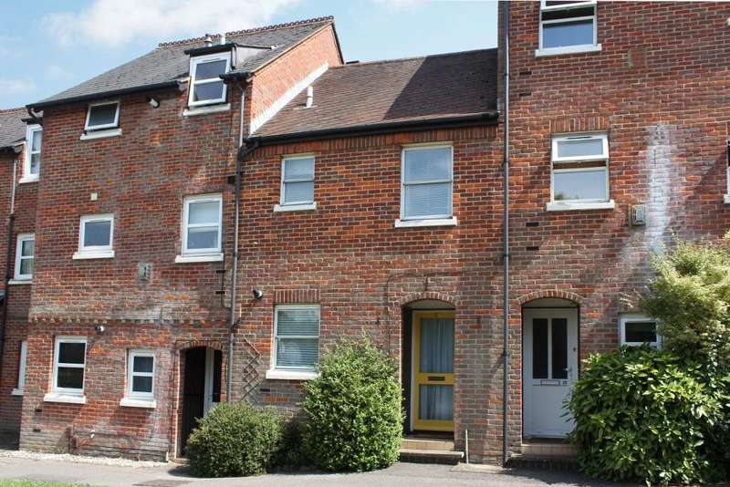 2 Bedrooms Terraced House for sale in The Broadway, Old Hatfield, AL9 5HZ