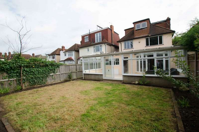 6 Bedrooms Detached House for sale in Gainsborough Road, New Malden, Surrey, KT3