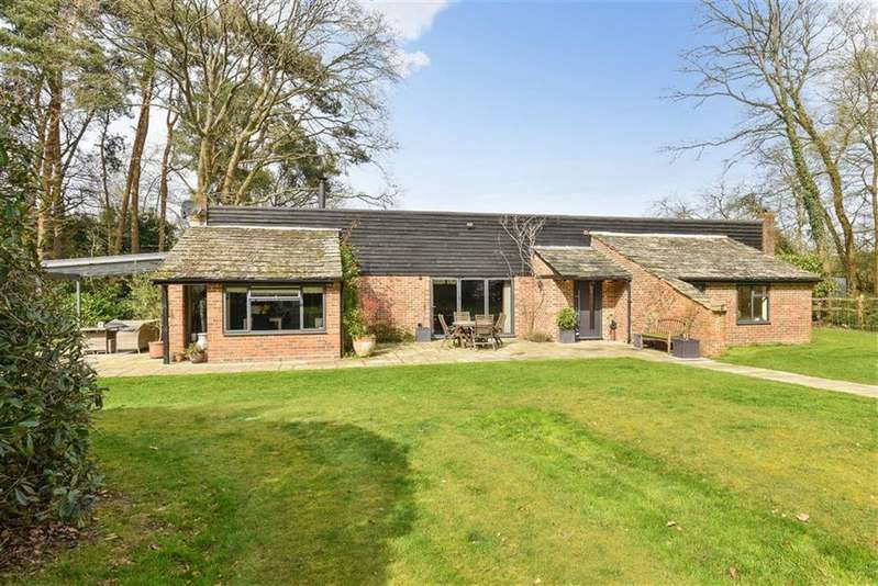 4 Bedrooms House for sale in Shophouse Lane, Farley Green, Guildford, Surrey, GU5