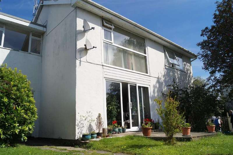 2 Bedrooms Flat for sale in Ger Y Nant, Llanbedrog