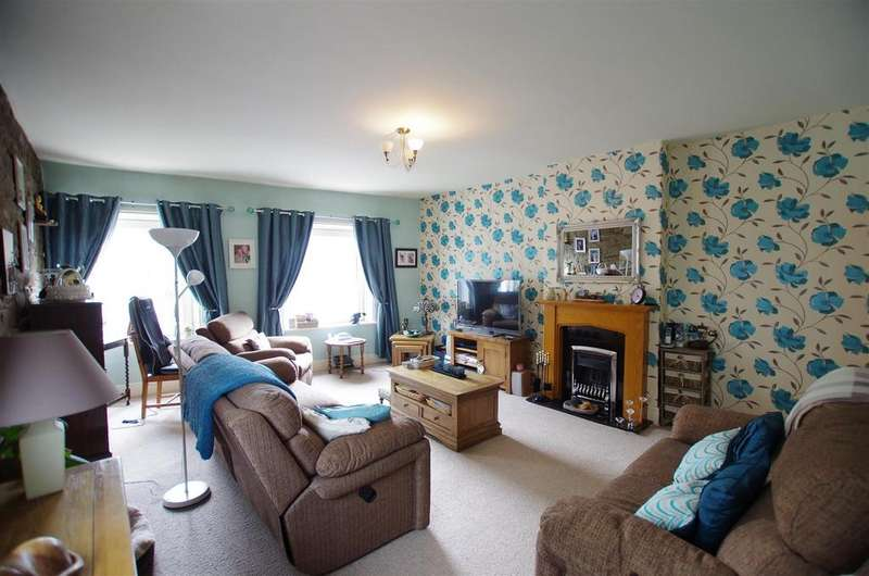 3 Bedrooms End Of Terrace House for sale in Saddleworth Road, Greetland, Halifax