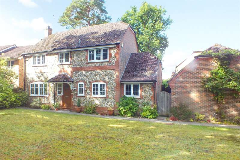 4 Bedrooms Detached House for sale in Juniper Road, Farnborough, Hampshire, GU14