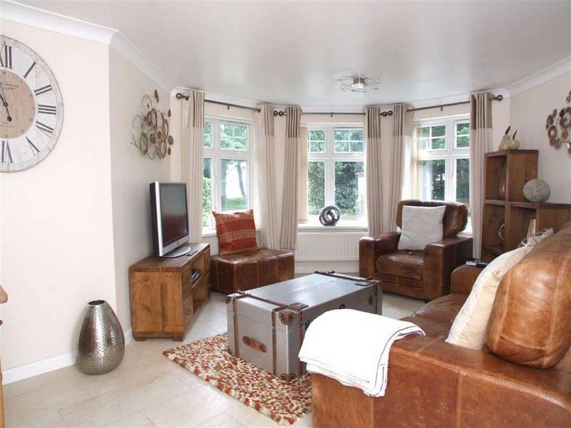 3 Bedrooms Flat for sale in St. Marys Close, Hessle, East Yorkshire, HU13