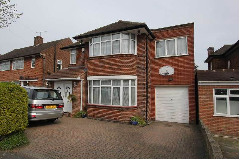 5 Bedrooms Detached House for rent in Wolmer Gardens, Edgware, Greater London. HA8 8QD