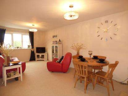 2 Bedrooms Flat for sale in Farlington, Portsmouth, Hampshire