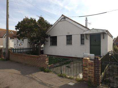2 Bedrooms Bungalow for sale in Jaywick, Clacton On Sea, Essex